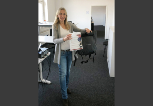 At our Rellingen plant, Milena Sorsa won the Woodward 150 quiz. She answered all the questions correctly. And she also won a backpack. Congratulations!