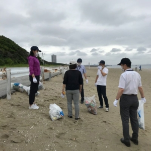 Our GM, Motoi and five Makuhari members Hiroko, Michihito, Kengo, Megumi and Tamami have participated in the regional volunteer clean event on 24 June. We've strolled around the beach and picked up trash. Good opportunity of overcoming lack of exercise (by recent remote work) as well as the contribution to the local community.